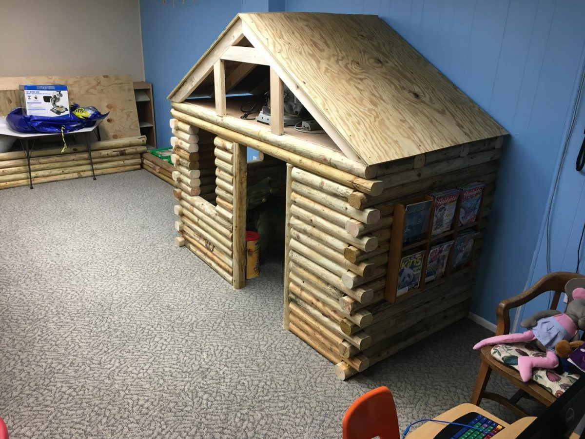 Small Wooden Log Cabin Playhouse